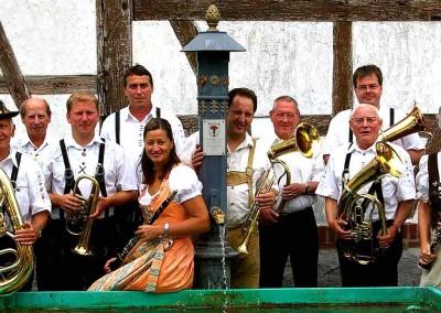 Musiker-vor-der-Kapelle-Naunstadt2